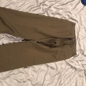 Izod khakis olive in color size 32x32